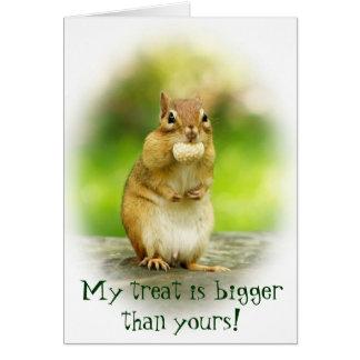 Cartão Chipmunk bonito com deleite