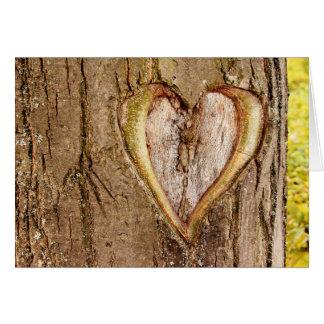 Cartão cinzelado árvore do dia dos namorados do