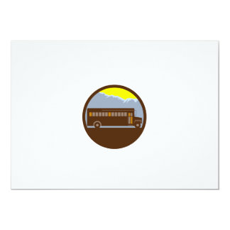 Cartão Círculo das montanhas do vintage do auto escolar