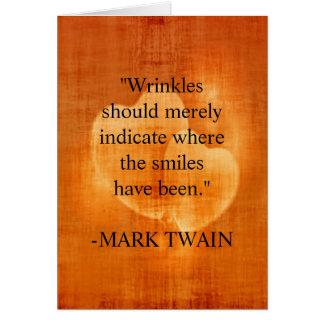 Cartão Citações do aniversário de Mark Twain com corações