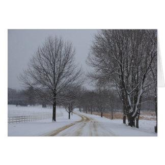 Cartão coberto de neve do feriado das estradas