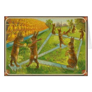 Cartão Coelhinhos da Páscoa do vintage que jogam
