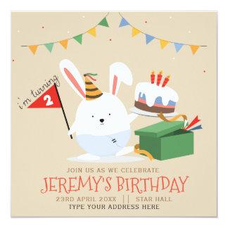 Cartão Coelho pequeno bonito com festa de aniversário do