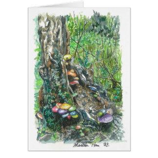 Cartão cogumelos em um tronco de árvore de deterioração