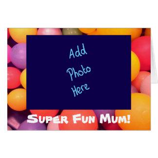 Cartão colorido do dia das mães da mãe super do