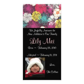 Cartão com fotos do anúncio da adopção