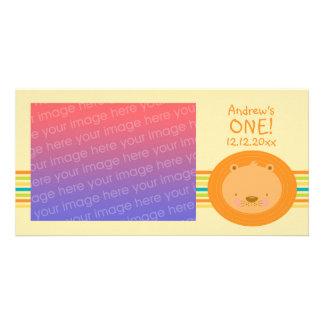 Cartão com fotos do leão do bebê do primeiro anive cartão com foto