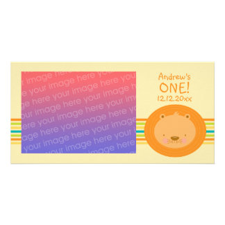 Cartão com fotos do leão do bebê do primeiro anive