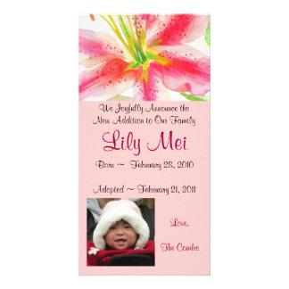 Cartão com fotos do lírio do anúncio da adopção cartão com foto