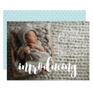 Cartão com fotos mínimo do anúncio do nascimento
