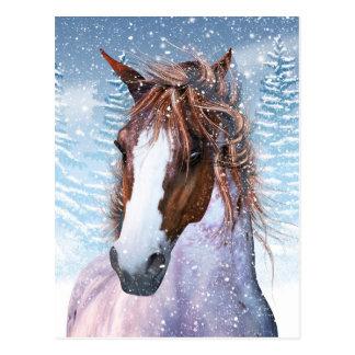 Cartão com o cavalo do inverno na neve