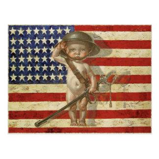 Cartão com o herói da guerra do bebê na bandeira a cartao postal