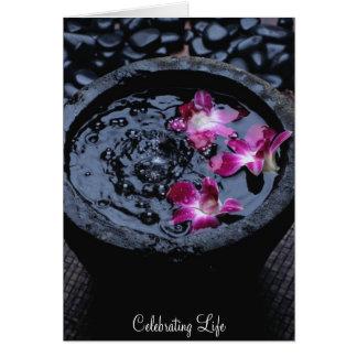 Cartão Comemorando a vida