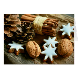 Cartão Comida festiva do Natal. Canela, loucos e estrelas