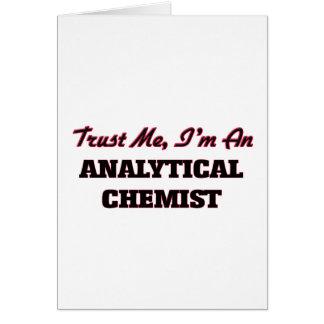 Cartão Confie que eu mim é um químico analítico
