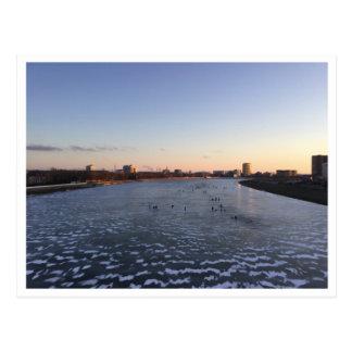Cartão congelado por do sol do rio