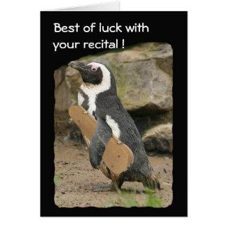 Cartão Considerando do violino do pinguim, boa sorte