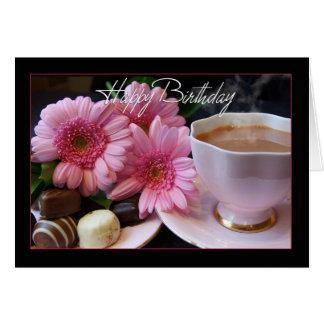 Cartão Copo do feliz aniversario do chá, das flores e dos