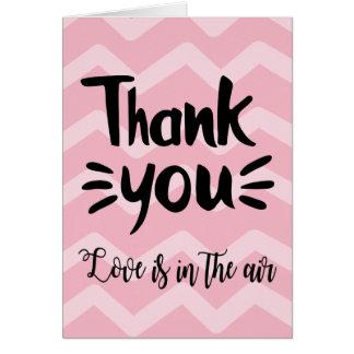 Cartão Cor-de-rosa & cora o obrigado que do preto das