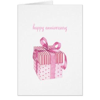 Cartão cor-de-rosa do aniversário do presente