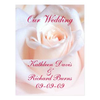 Cartão cor-de-rosa romântico do anúncio do noivado cartão postal