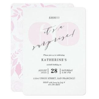 Cartão Cora o aniversário cor-de-rosa da surpresa de