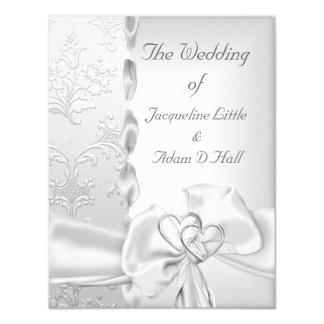 Cartão Corações brancos de prata florais do arco do