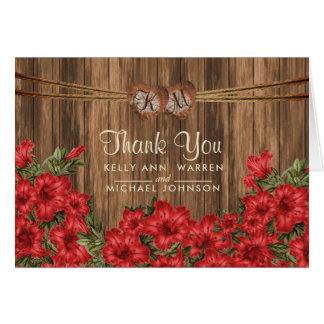 Cartão Corações de madeira do monograma com as flores