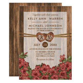 Cartão Corações de madeira do monograma com os lírios