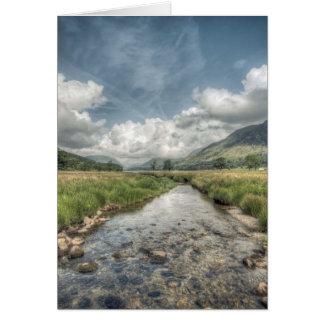 Cartão Córrego que flui do lago Buttermere em Windermere,