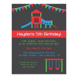 Cartão Costume moderno do partido de aniversário de