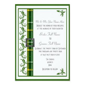 Cartão Costume verde e branco do tartan