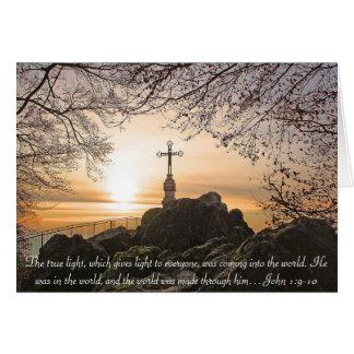 Cartão Cruz religiosa no verso John da bíblia da montanha