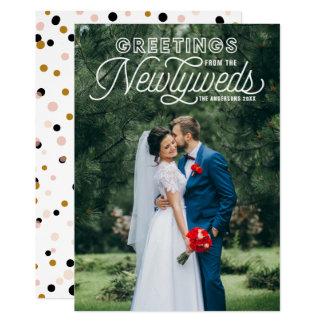 Cartão Cumprimentos brancos dos Newlyweds que Wedding o
