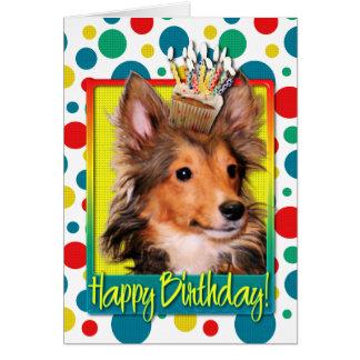 Cartão Cupcake do aniversário - filhote de cachorro de