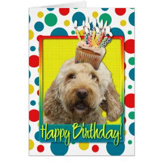 Cartão Cupcake do aniversário - GoldenDoodle