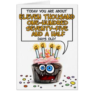 Cartão Cupcake do feliz aniversario - 30 anos velho