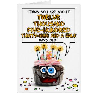 Cartão Cupcake do feliz aniversario - 34 anos velho