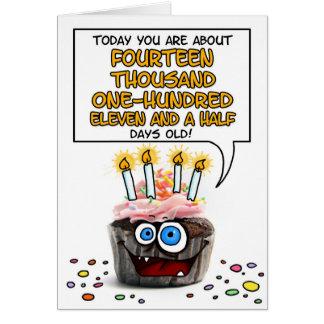 Cartão Cupcake do feliz aniversario - 38 anos velho