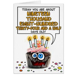 Cartão Cupcake do feliz aniversario - 54 anos velho