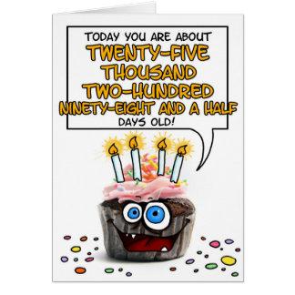Cartão Cupcake do feliz aniversario - 69 anos velho