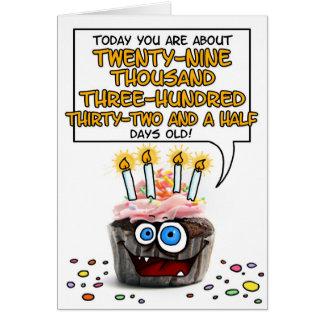 Cartão Cupcake do feliz aniversario - 80 anos velho