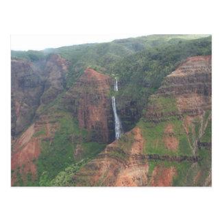 Cartão da cachoeira da montanha de Kauai Cartão Postal