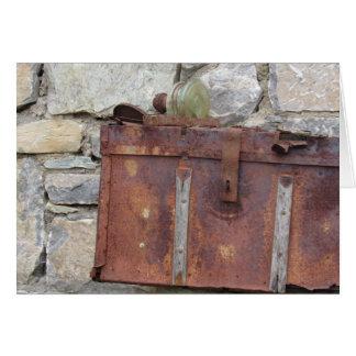 Cartão da caixa oxidada & da parede de pedra