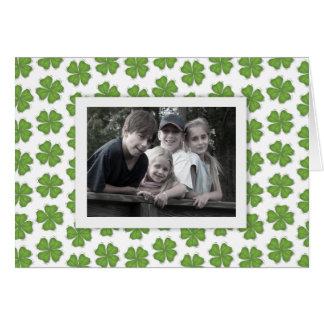 Cartão da foto do dia de St Patrick feliz