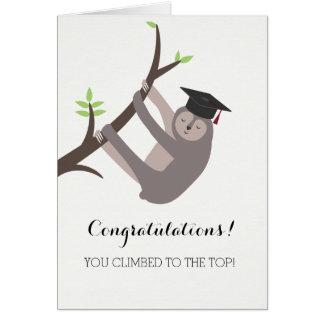Cartão da graduação da preguiça com borla marrom