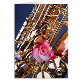 Cartão da imagem do saxofone & do rosa do rosa