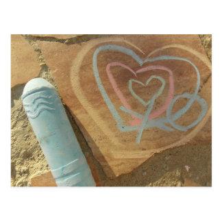 Cartão da mensagem do giz do amor cartão postal