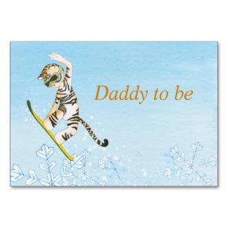 Cartão da mesa com o tigre no Snowboard.