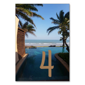 Cartão da mesa do perto do oceano